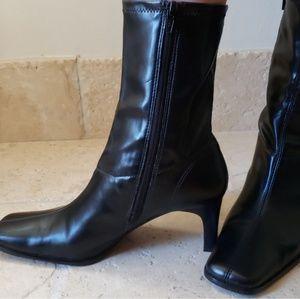 NWOT Farrah Boots